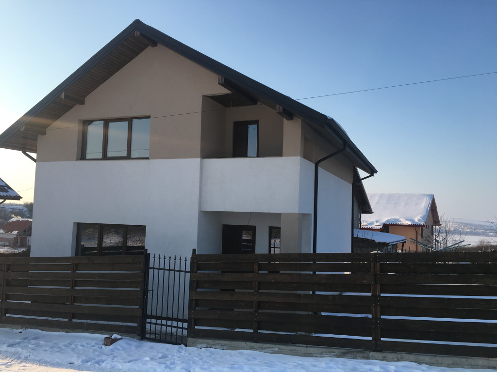 Casa individuala, Parter + Etaj + Mansarda, 485 mp teren, Miroslava