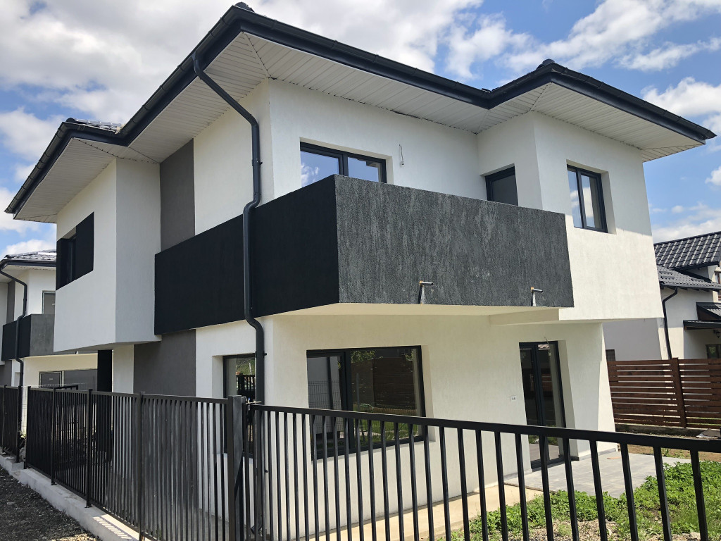 https://partener-imobiliare.ro/ro/vanzare-houses-villas-4-camere/miroslava/canalizare-la-asfalt-vila-4-camere-miroslava-primarie_174