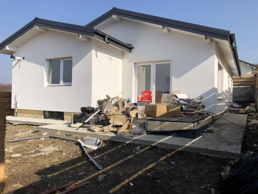 Casa 4 camere, 100 mp utili, 500 mp teren, intrare Breazu