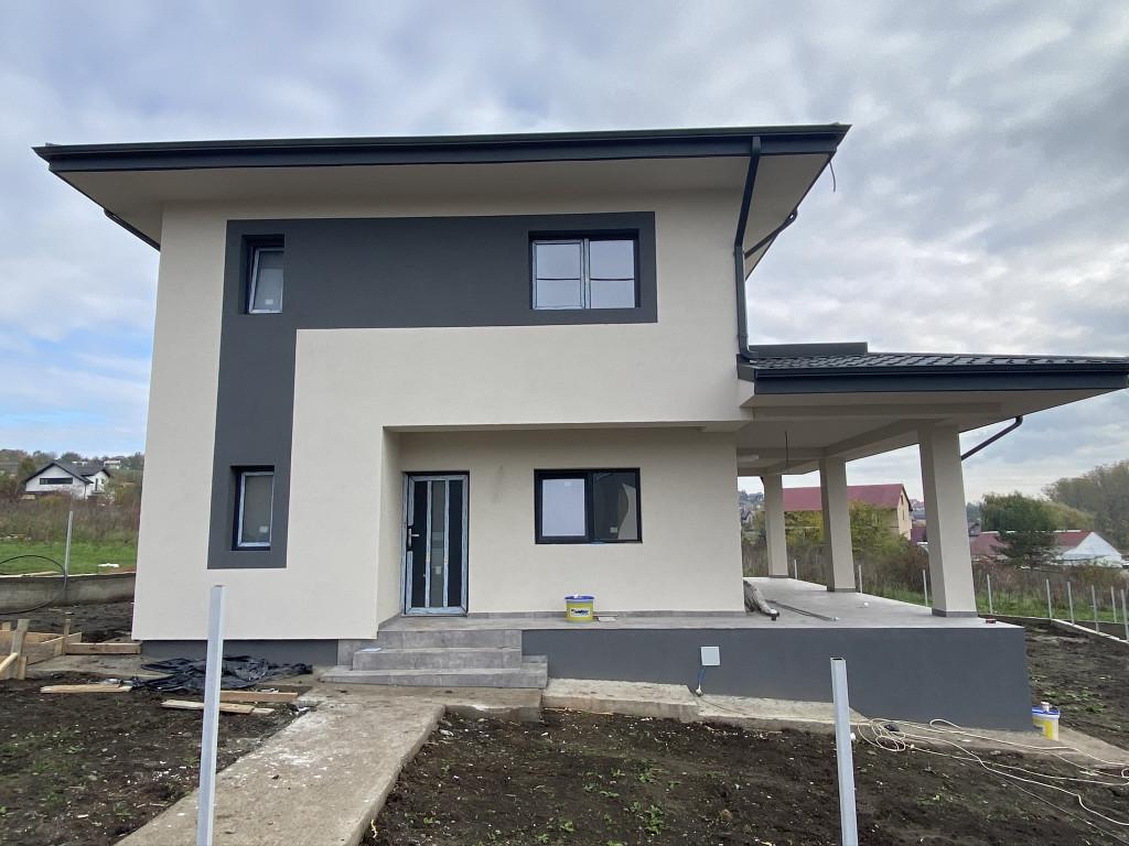BECI MARE! 500 mp teren! Vila 4 camere, Valea Adanca (Miroslava)